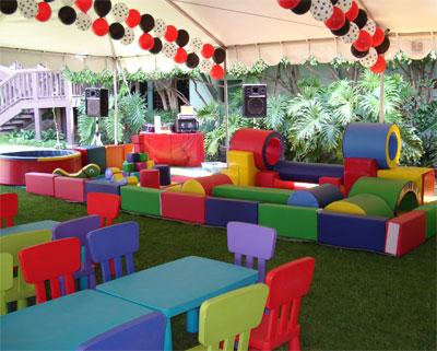 Renta de mesas sillas y banquitos para ni os la feria for Mesas y sillas para ninas